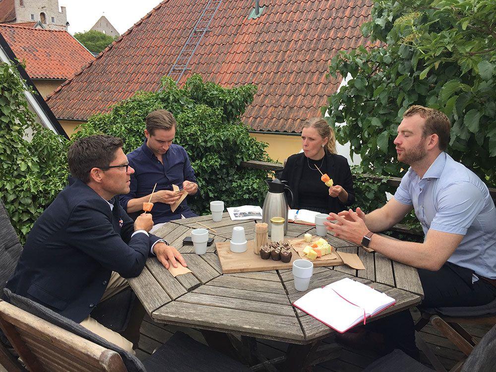 Hans Kreisel i samspråk med EU-parlamentariker under Almedalsveckan.